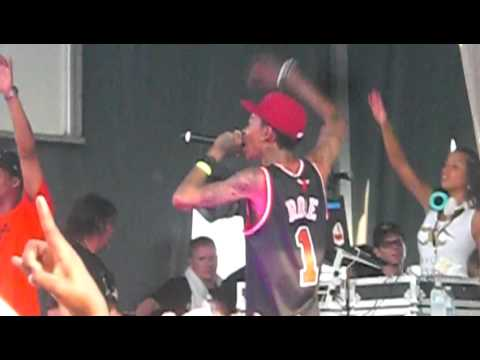 Wiz Khalifa - This Plane - Live At Bamboozle In New Jersey 5 2 10 video