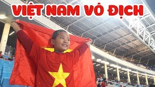 Bé Kem cổ động viên cuồng nhiệt Việt Nam vô địch