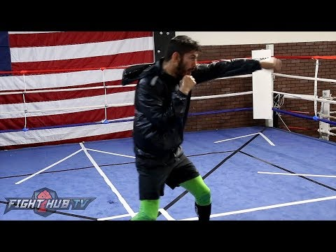 TEXTBOOK EXECUTION! JORGE LINARES DISPLAYS BEAUTIFUL TECHNIQUE/LIGHTING SPEED SHADOW BOXING