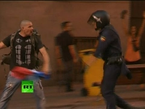 Video: Hundreds clash with riot police in Spain