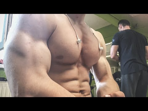 BIGGEST TEEN MUSCLES EVER! 16 YEARS OLD BOY WITH INSANE BIG BODY GYM TRAINING AND FLEXING