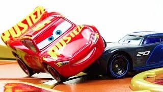 Lightning McQueen VS Jackson Storm Race Battle! Disney Cars 3 toys Videos for kids