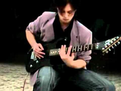 Парень просто Бог гитары...