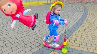 ВЛОГ Маша и Медведь Катаемся на новом самокате Скутер для детей Masha and the bear scooter