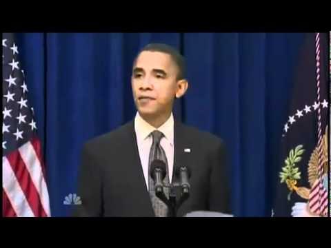 Обама открывает с ноги дверь.