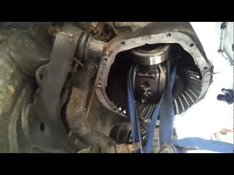Installing pinion seals in a 2001 Dodge 4x4 Ram 1500 Dana44