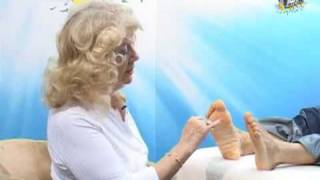 World Famous Reflexologist Beryl Crane Demonstrates How to Relieve Muscle Pain