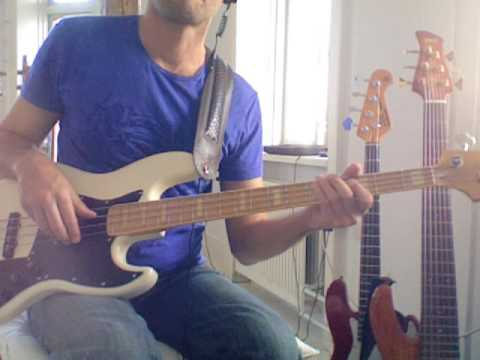 L158 G bluesy bass lick