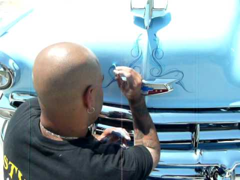 Wim Pinstripping the hood