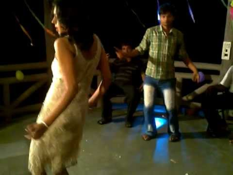 Ab Dar Kekar Ba Farm House Shooting   Superhit Hot And Sexy Bhojpuri Video video