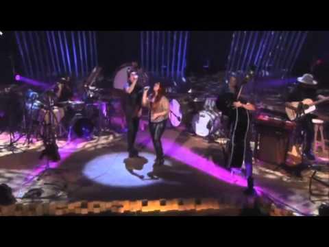 Kinky Ft. Carla Morrison - A Donde Van Los Muertos [Unplugged]