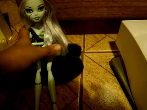 1 Episodio de mi serie Monster High, la Pijamada de Frankie`