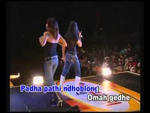 "Download "" ANOMAN OBONG "" KEN AROK live show..Mamiek Melani Mp4 baru"