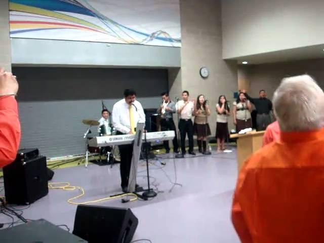 Pastor Joel Lopez ministrando la Alabanza final!!