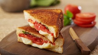 Grilled Cheese Sandwich with Tomatoes