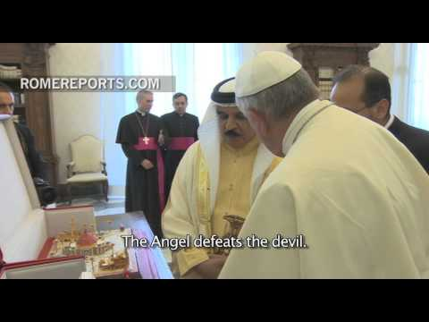 King of Bahrain gives the Pope a model of 'the largest church in the Arab Peninsula'