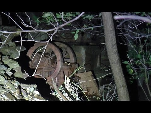 """Người đàn ông đi vào mỏ hoang """"bắt ma"""" và âm thanh rợn người ở phút thứ 12"""