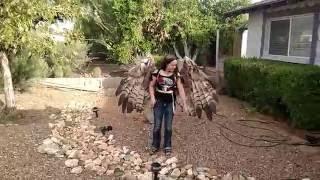 実際に飛べそうな羽根のコスプレを作っちゃった人がスゴイ!