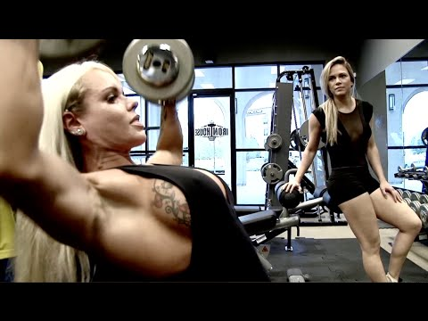 Shoulders & Legs with Larissa Reis
