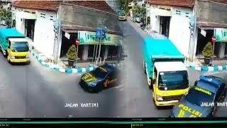 Viral Video Mobil Polisi saat Kawal Tahanan Tertabrak Truk di Mojokerto, Polisi Sebut Sesuai SOP