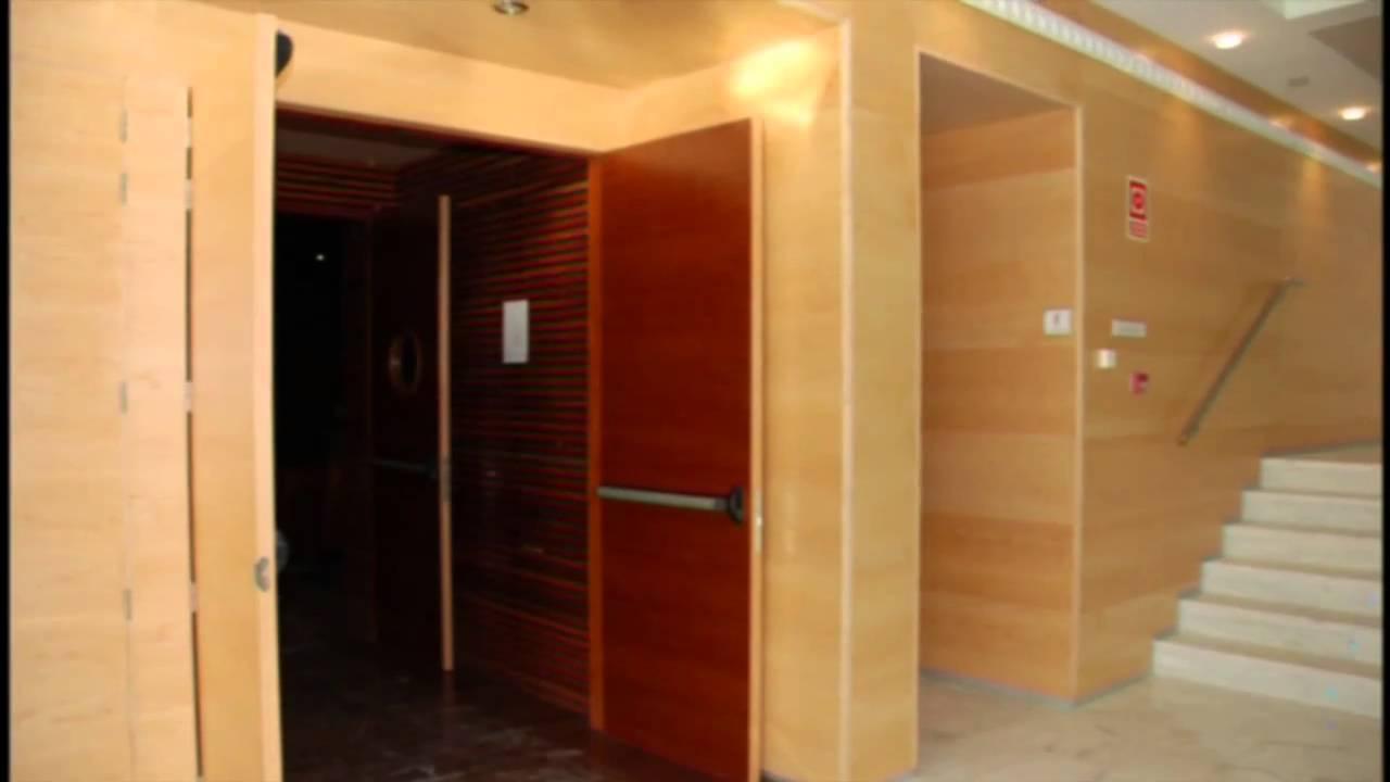 Puertas acusticas youtube for Puertas madera y cristal interior
