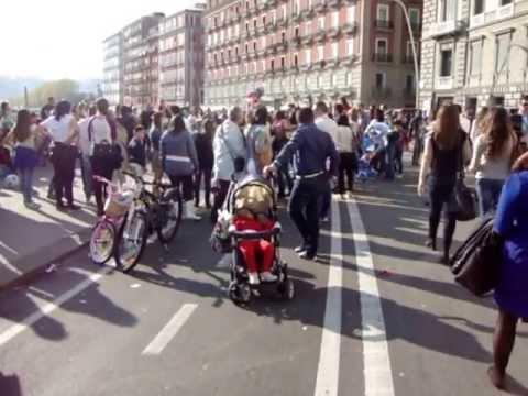 Napoli – Via Caracciolo – Pista ciclabile – ecco i veri deturpatori della città più bella del mondo