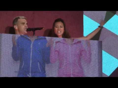 Robbie Williams - Candy - 25-4-15 Abu Dhabi HD FRONT ROW