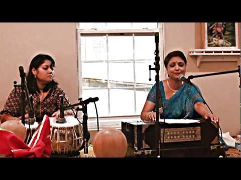 Debasri Mitra singing Amar Mayer Payer Jaba Hoye During Kali...