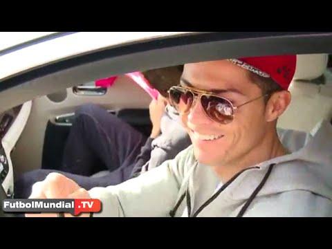 Cristiano Ronaldo bromea con niño firma de autógrafos antes del entrenamiento del Real Madrid 2015