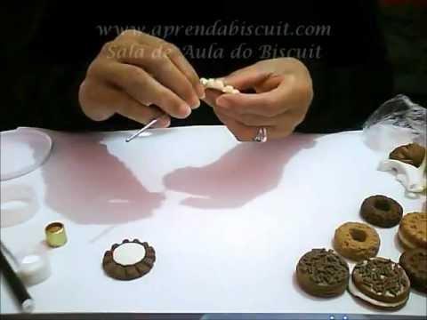 Tampa de vidro com biscoitos em biscuit
