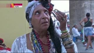 The mother of six children from Cuba with beautiful long nails