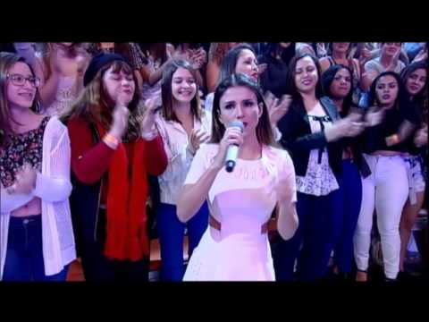 Paula Fernandes canta hit
