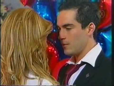 ver video de miguel y mia de rebelde besandose: