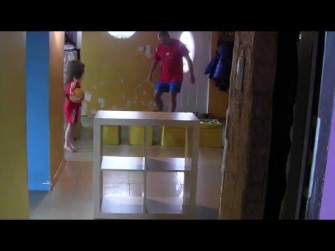 Zabawy z Kudełkiem (4 lata) na naszej Kruszyn Arena Hall -strzelamy nad murem kwadraciki (*_*)