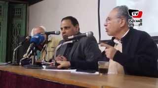 اختلاف بين علاء الأسواني وممدوح حمزة حول المحاكم الثورية