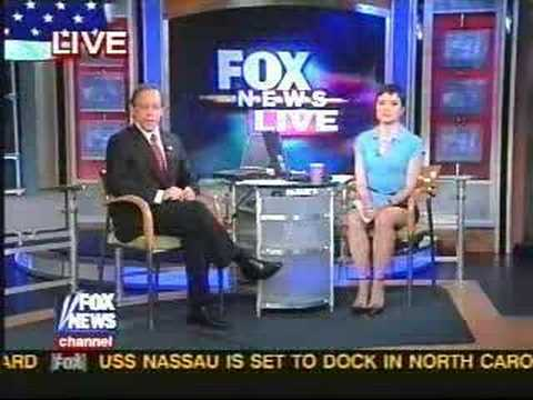 Fox News Reporter- Uncrossed Legs WOW!