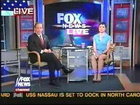 Fox News Reporter- Uncrossed Legs WOW! - YouTube
