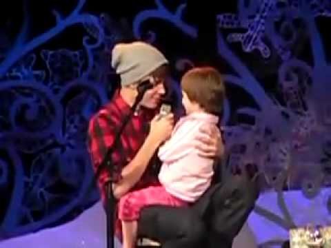 Justin Bieber And Jazzy Singing - Home For The Holidays 2011