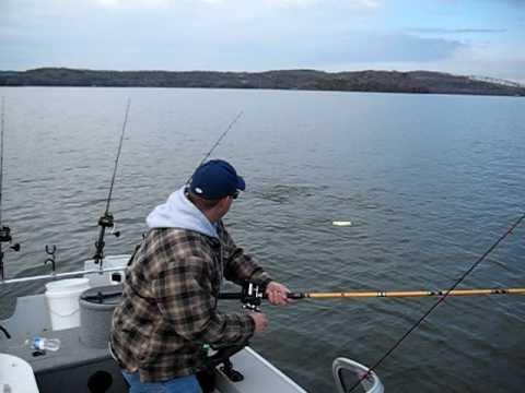 Striper fishing beaver lake arkansas youtube for Beaver lake arkansas fishing report