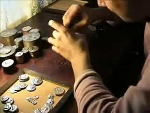 Falsificaciones actuales de monedas- Acuñando moneda griega 1