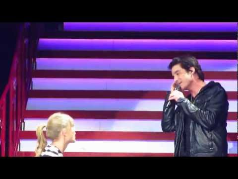 Taylor Swift and Pat Monahan sing