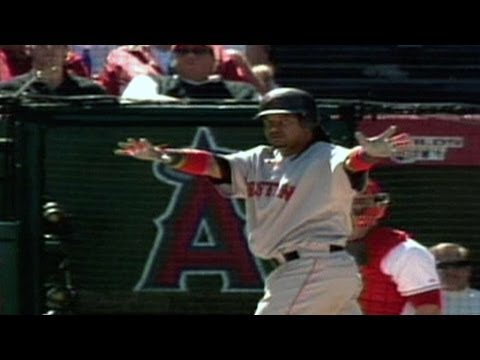 2007 ALDS Gm3: Manny belts tape-measure blast