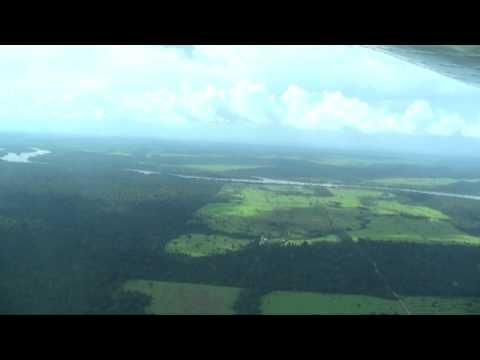 Vôo de monomotor de Alta Floresta, Mato Grosso (SBAT) até antiga pista de pouso de garimpo, utilizada pela Pousada Portal da Amazônia, as margens do Rio Teles Pires, no meio da floresta...