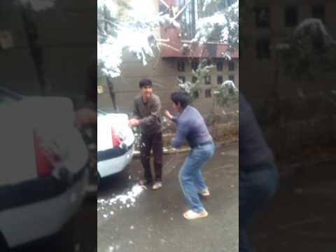شوخی وبرف بازی بچه های افغان در ایران thumbnail