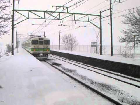 【雪】JR信越本線東光寺駅を発車する115系普通新潟行き