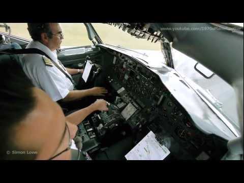 Cockpit video - Boeing 737-200 - landing at Cancun Airport, Mexico.