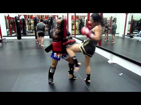 Female Muay Thai pad drills with Kru Jasper Image 1
