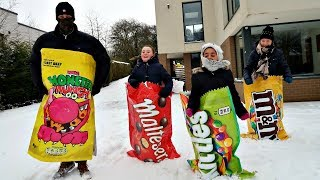 GIANT CANDY CHALLENGE IN THE SNOW!! | Toys AndMe