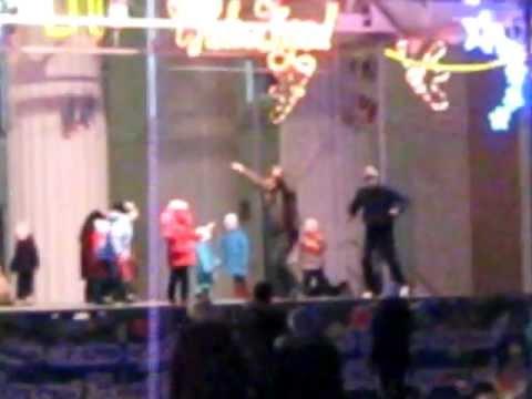 щекино новый год, прикольный танец мужика с детьми:)