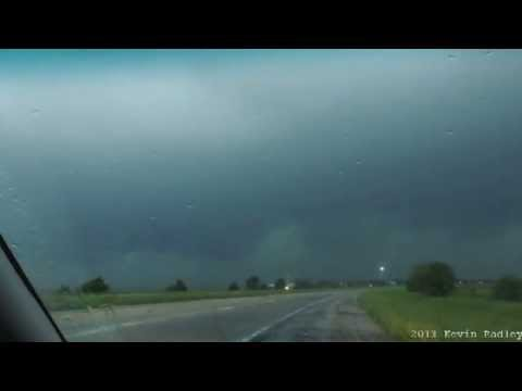 Hannibal, Missouri tornado chase May 20, 2013